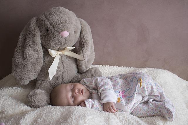 czy pluszak to odpowiednia zabawka dla dziecka?